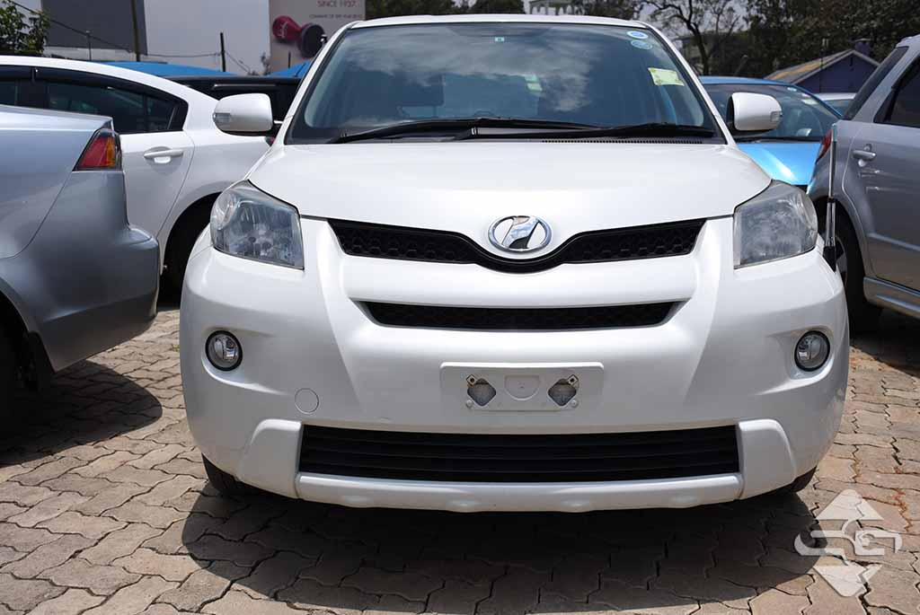 2010 White Automatic Toyota Ist for sale - Spare Garage
